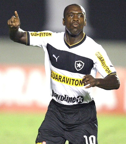 Botafogo-2012-2013-PUMA-second-kit-Clarence-Seedorf.jpg