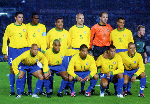 Brazil-00-01-NIKE-uniform-yellow-blue-blue-group.JPG