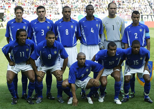 Brazil-02-03-NIKE-uniform-blue-white-blue-group.JPG