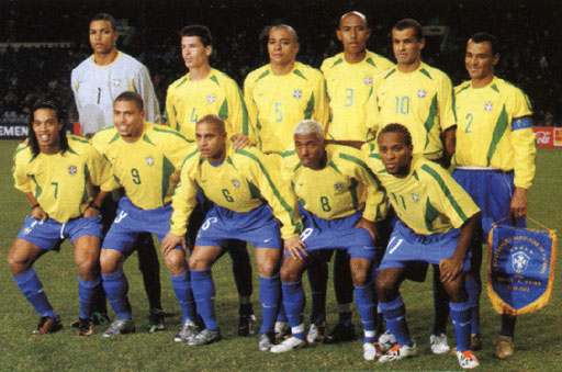 Brazil-02-03-NIKE-uniform-yellow-blue-blue-group.JPG