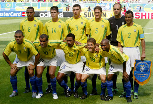 Brazil-02-03-NIKE-uniform-yellow-white-blue-group.JPG