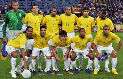 Brazil-06-07-NIKE-uniform-yellow-white-white-group.JPG