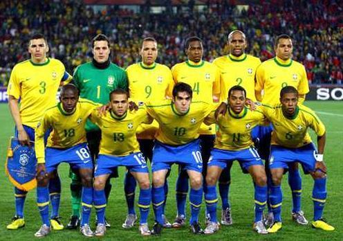 Brazil-10-11-NIKE-home-kit-yellow-blue-blue-line-up.jpg
