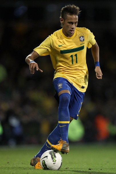 Brazil-11-12-NIKE-home-kit-yellow-blue-blue.jpg