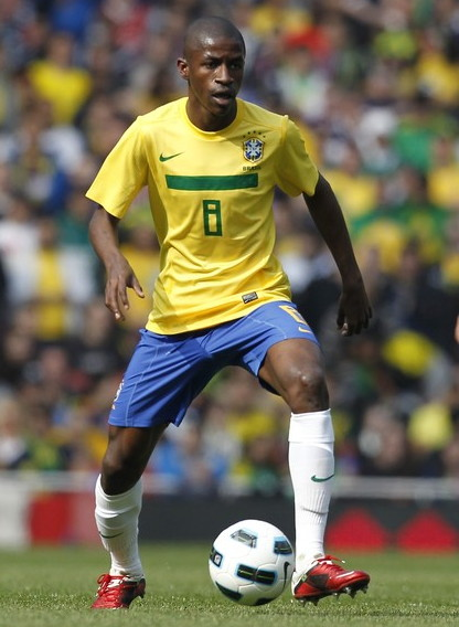 Brazil-11-NIKE-home-kit-yellow-blue-white.jpg