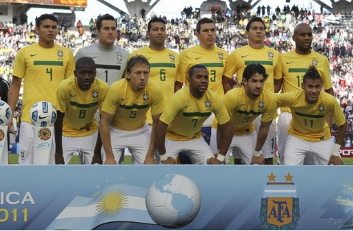 Brazil-11-NIKE-home-kit-yellow-white-white-line-up.jpg
