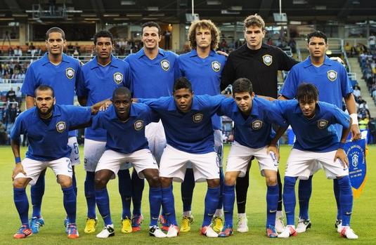 Brazil-12-13-NIKE-away-jersey-blue-white-blue-line-up.JPG