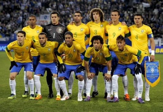 Brazil-12-13-NIKE-home-kit-yellow-blue-white-line-up.JPG