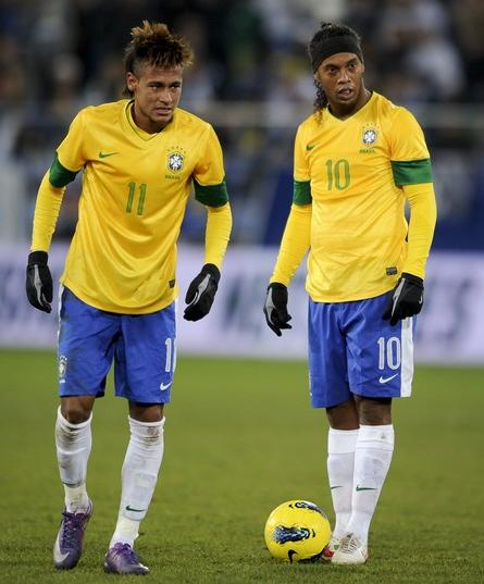 Brazil-12-13-NIKE-home-kit-yellow-blue-white.JPG