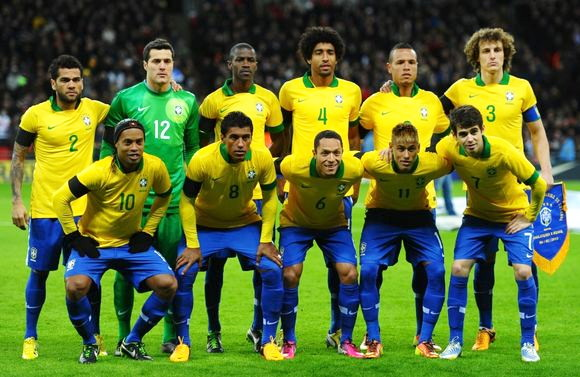 Brazil-13-NIKE-home-kit-yellow-blue-blue-line-up.jpg