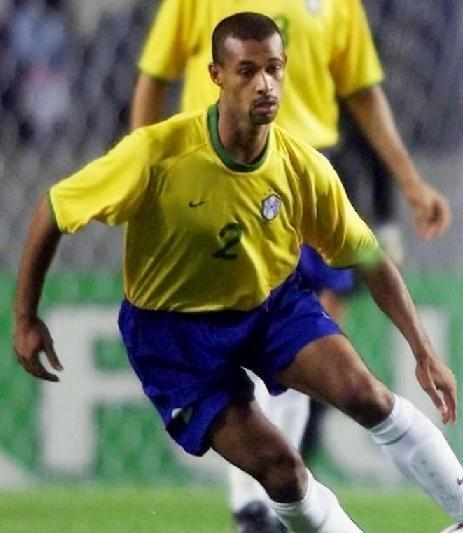 Brazil-2001-NIKE-Confederations-Cup-home-kit-yellow-blue-white.jpg