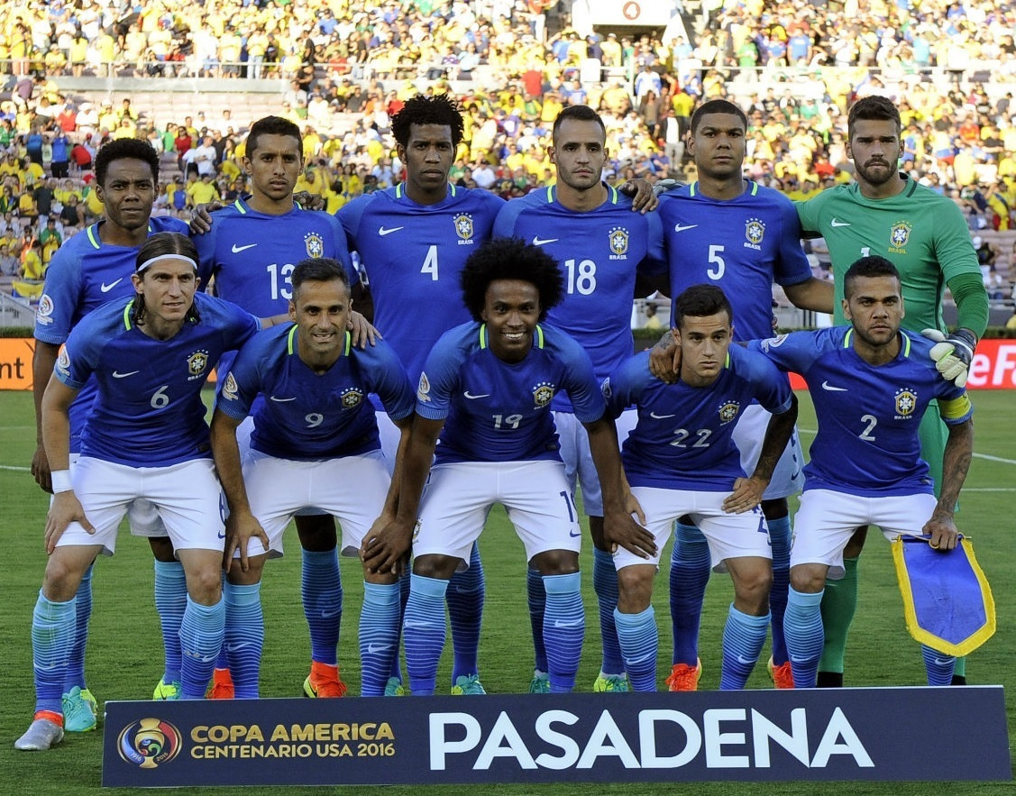 Brazil-2016-NIKE-copa-america-centenario-away-kit-blue-white-blue-line-up.jpg