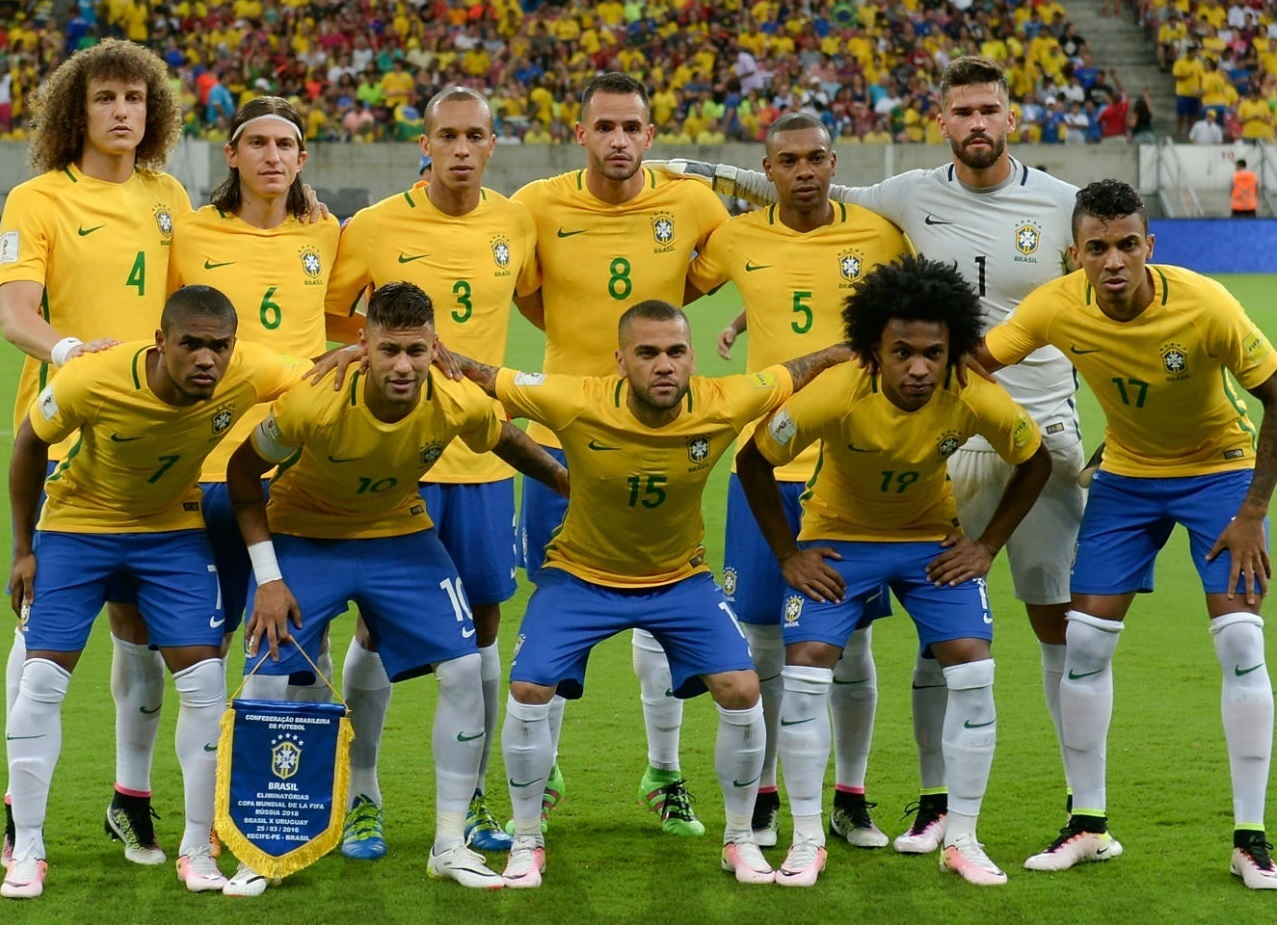 Brazil-2016-NIKE-home-kit-yellow-blue-white-line-up.jpg