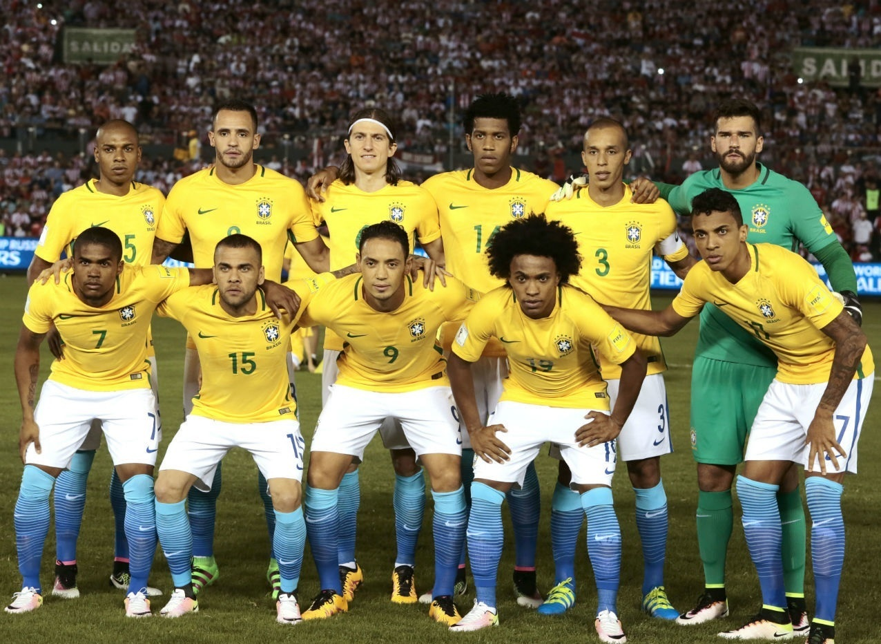 Brazil-2016-NIKE-home-kit-yellow-white-blue-line-up.jpg