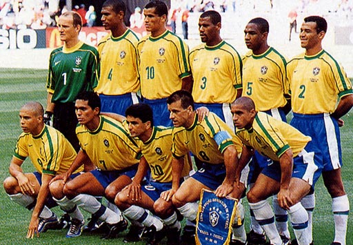 Brazil-98-99-NIKE-uniform-yellow-blue-white-group.JPG