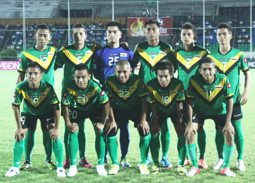 Brunei-Darussalam-12-lotto-away-kit-green-black-green-line-up.jpg