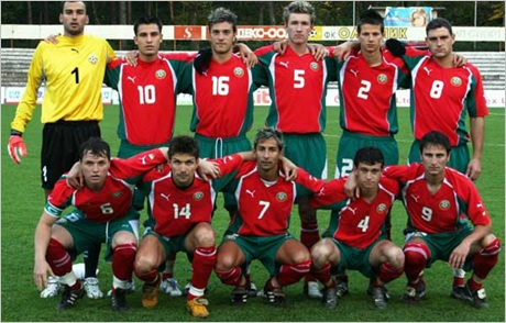Bulgaria-04-06-PUMA-away-kit-red-green-red-line-up-futsal.jpg