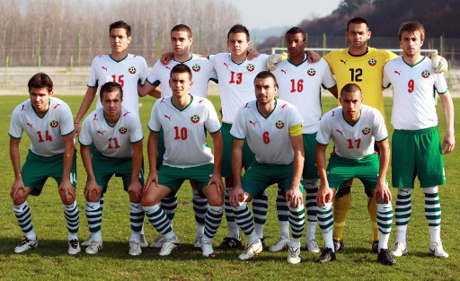 Bulgaria-08-09-PUMA-home-kit-white-green-white-line-up.jpg