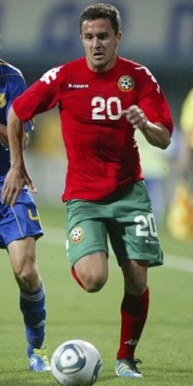 Bulgaria-11-12-PUMA-away-kit-red-green-red.JPG