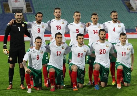 Bulgaria-11-13-Kappa-home-green-logo-kit-white-green-red-line-up-2.jpg