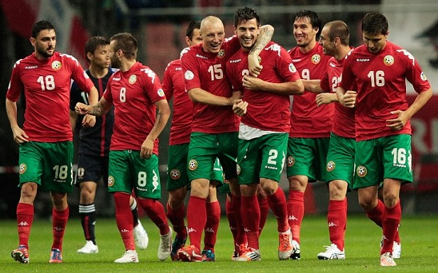 Bulgaria-12-13-PUMA-away-kit-red-green-red-joy.jpg