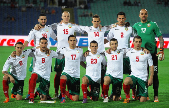 Bulgaria-12-Kappa-home-kit-white-green-red-line-up.jpg