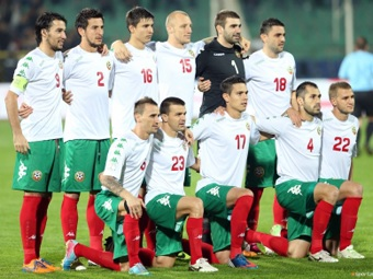 Bulgaria-13-14-Kappa-home-kit-white-green-red-line-up.jpg