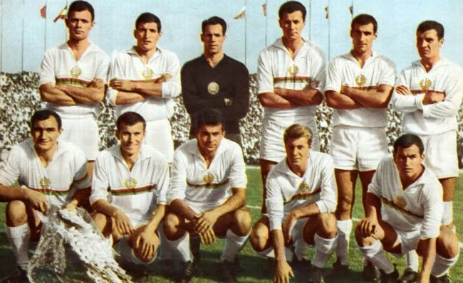 Bulgaria-1966-world-cup-home-kit-line-up.jpg