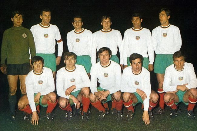 Bulgaria-1970-world-cup-home-kit-line-up.jpg