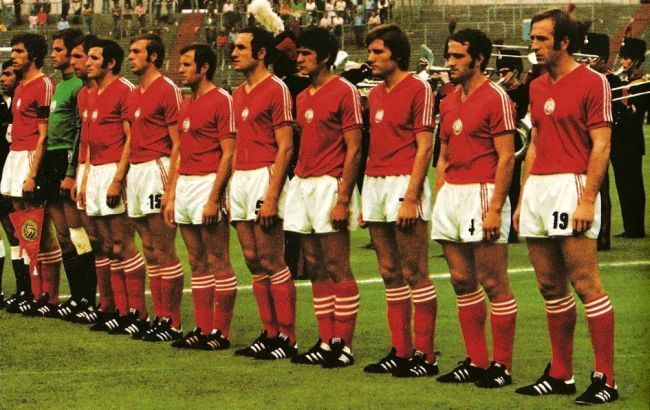 Bulgaria-1974-world-cup-away-kit-line.jpg
