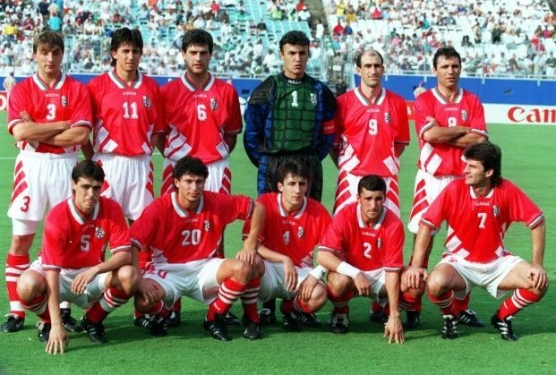 Bulgaria-1994-adidas-whorld-cup-away-kit-red-white-red-line-up.jpg