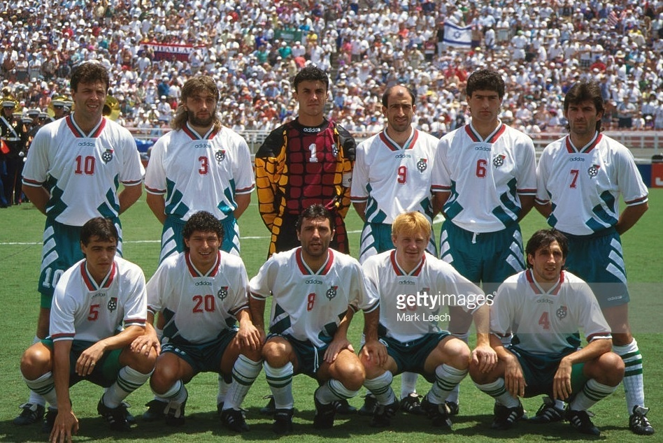 Bulgaria-1994-adidas-whorld-cup-home-kit-white-green-white-group-photo.jpg