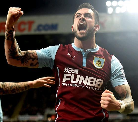 Burnley-14-15-PUMA-home-kit-Danny-Ings.JPG