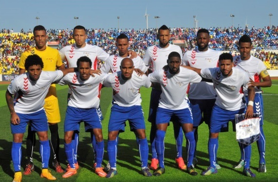 Cape-Verde-Islands-2014-hummel-away-kit-white-blue-blue-line-up.jpg