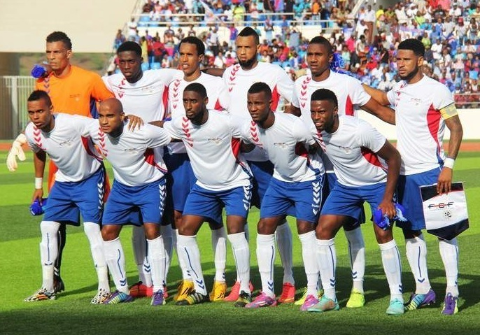 Cape-Verde-Islands-2014-hummel-away-kit-white-blue-white-line-up.jpg