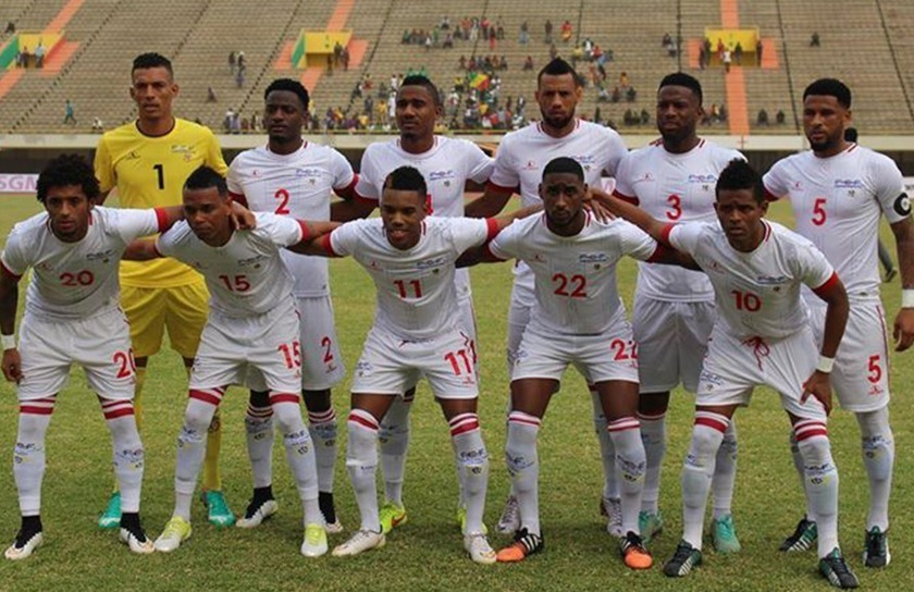 Cape-Verde-Islands-2015-Lacatoni-away-kit-white-white-white-line-up.jpg