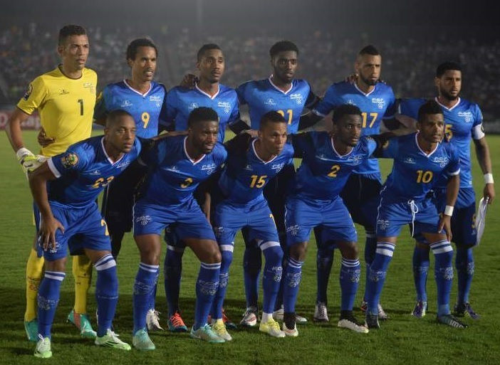Cape-Verde-Islands-2015-Lacatoni-home-kit-blue-blue-blue-line-up.jpg