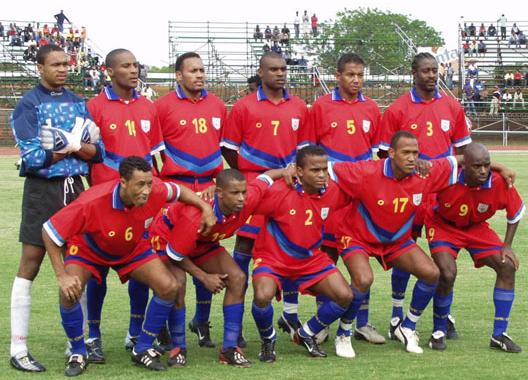 Cape Verde Islands-06-unknown-red-red-red-line-up.JPG