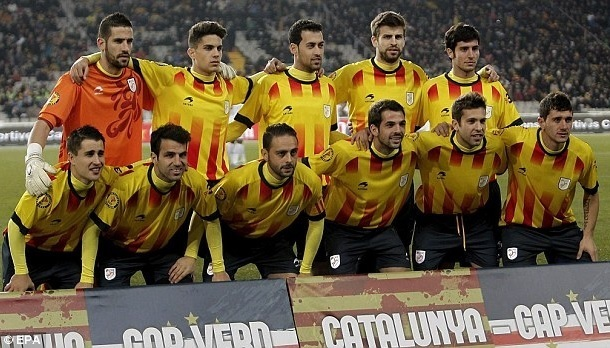 Catalunya-2013-Astore-home-kit-yellow-navy-navy-line-up.jpg