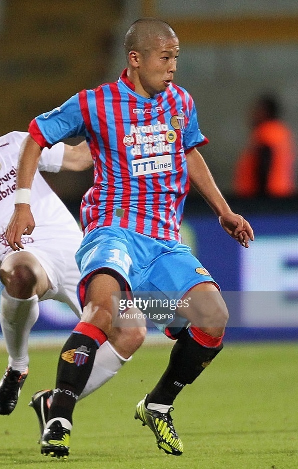 Catania-2012-13-GIVOVA-home-kit-森本貴幸.jpg