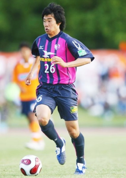 Cerezo-Osaka-07-Mizuno-home-kit-pink-navy-navy.jpg
