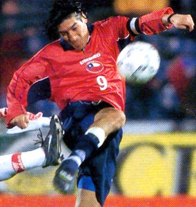 Chile-00-01-UMBRO-uniform-red-navy-navy.JPG