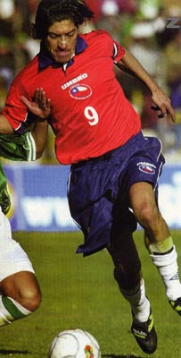 Chile-00-01-UMBRO-uniform-red-navy-white.JPG