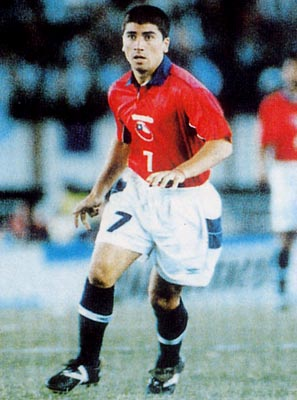 Chile-00-01-UMBRO-uniform-red-white-navy.JPG