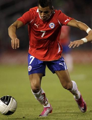 Chile-10-11-PUMA-home-kit-red-blue-white.JPG