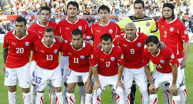 Chile-10-11-PUMA-home-kit-red-white-white-line-up.jpg
