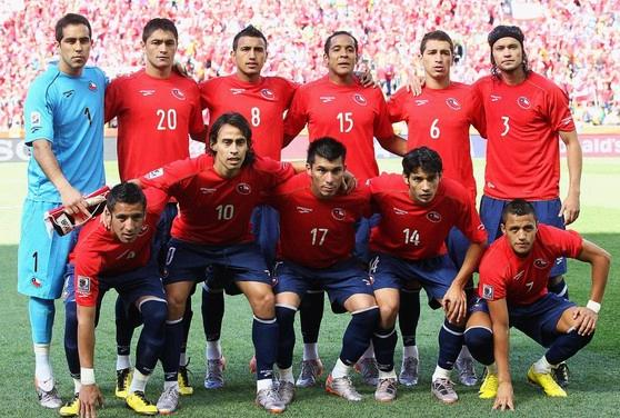 Chile-10-BROOKS-World Cup-home-kit-red-navy-navy-pose.jpg