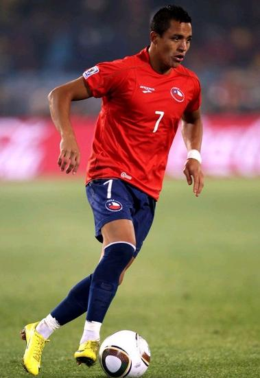 Chile-10-BROOKS-World Cup-home-kit-red-navy-navy.jpg