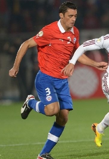 Chile-12-13-PUMA-home-kit-red-blue-blue.jpg