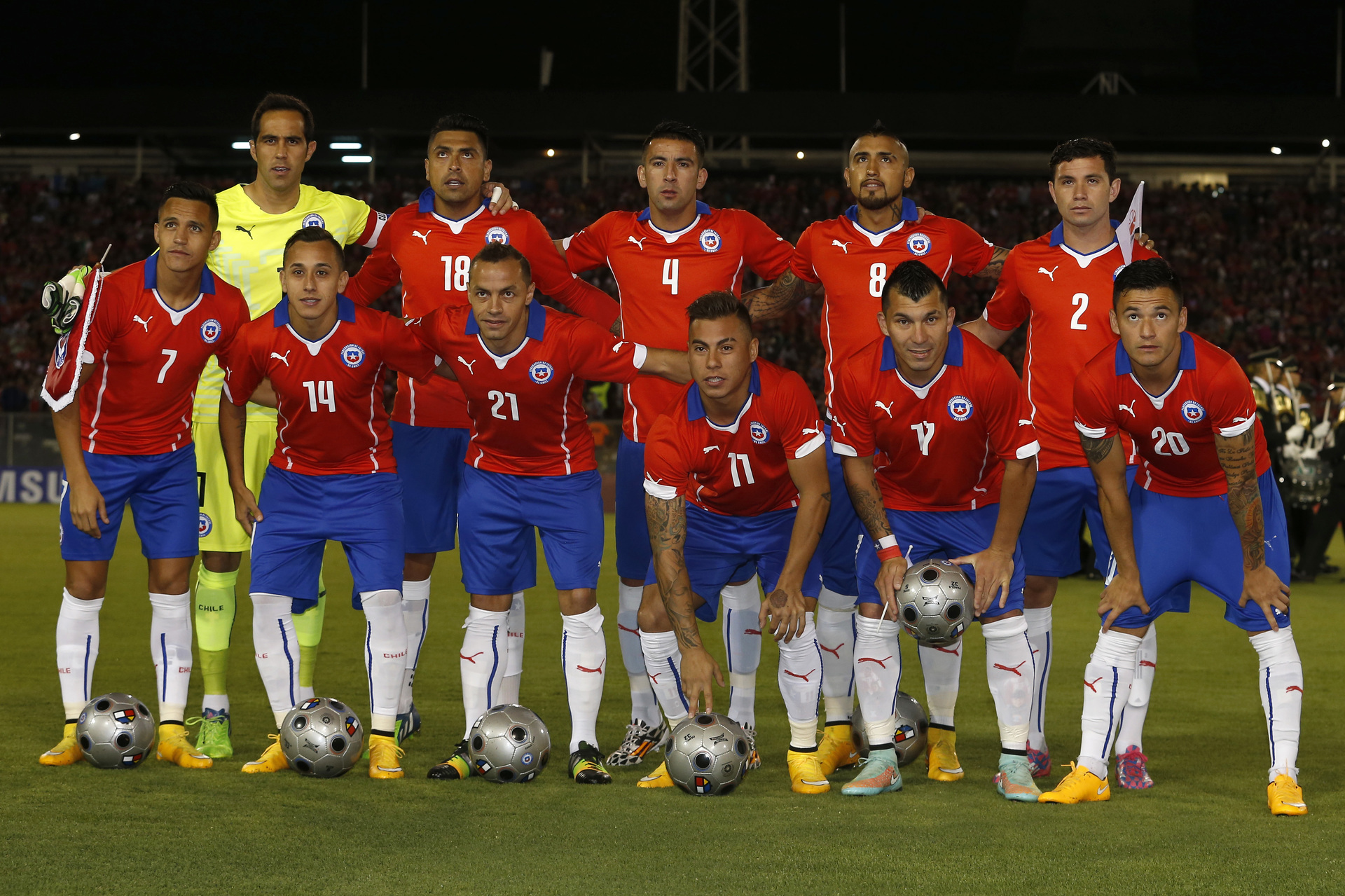 Chile-14-15-PUMA-home-kit-red-blue-white-line-up.jpg